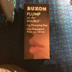 Buxom plump on the double lip set